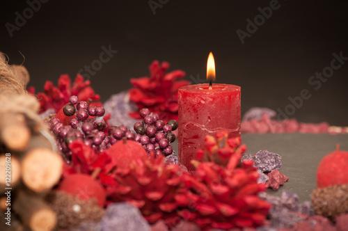 Dekoration mit kerzenlicht in rot immagini e fotografie for Dekoration in rot