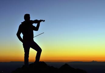 Takkeli dağdan müzik keyfi