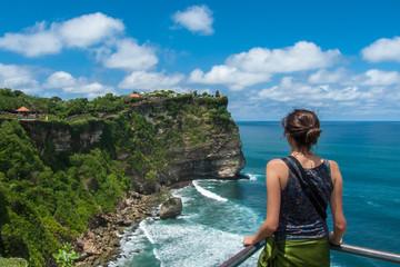 Femme en voyage à Uluwatu Bali, Indonésie