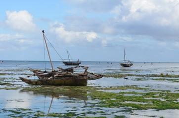 Imbarcazione di legno chiamata dohw- barca araba sull'isola di zanzibar