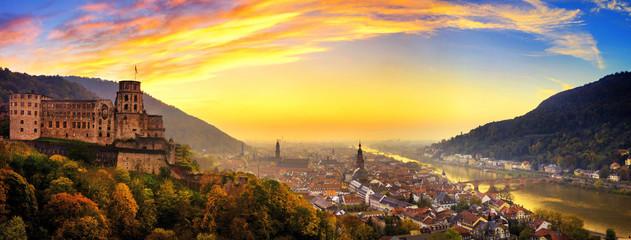 Heidelberg kurz nach Sonnenuntergang, Panorama mit warmen Farben