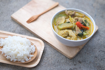Green curry pork and eggplant, (Kaeng Khiao Wan)