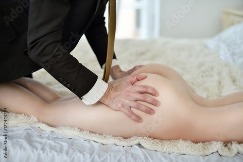 man-hugging-woman-naked-sexy-sleeping