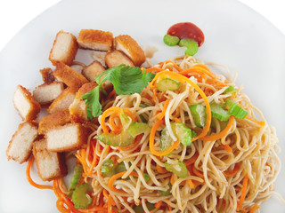 vegan asian fried noodles with tofu