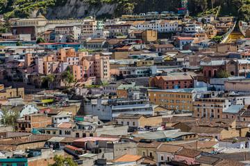 Hermosas casas en el borde del centro histórico de Quito