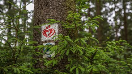 Das Symbol vom Liebesbankweg bei Hahnenklee im Harz