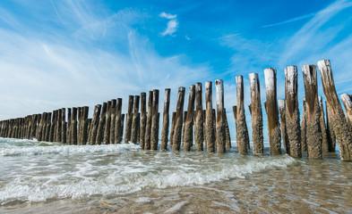 Wall Mural - Wellenbrecher an der niederländische Küste