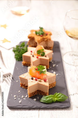 Christmas canape with gingerbread and foie gras photo for Canape foie gras