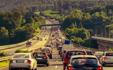 Stop and Go Stau auf der Autobahn