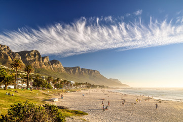 Foto op Plexiglas Zuid Afrika Stunning evening photo of Camps Bay, an affluent suburb of Cape Town, Western Cape, South Africa. With its white beach, Camps Bay attracts a large number of foreign visitors as well as South Africans.