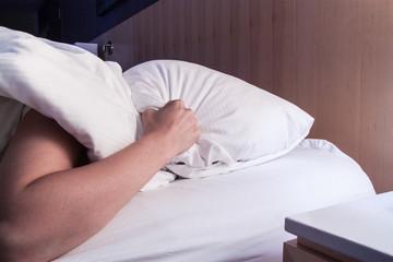 Frau wecken Bett