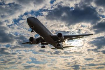 朝焼けと飛行機