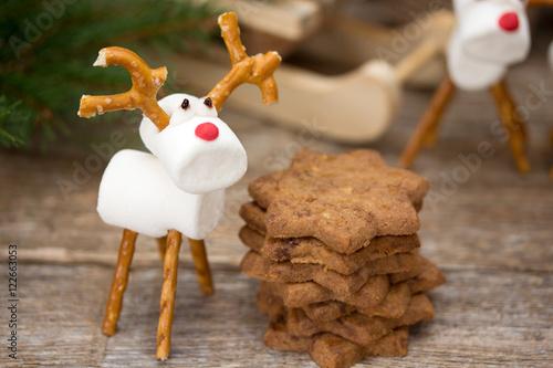 marshmallow figuren zu weihnachten stock photo and. Black Bedroom Furniture Sets. Home Design Ideas