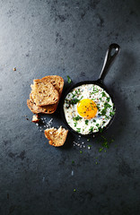 Fried egg with parsley and wholegrain toasts