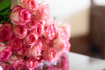 Bouquet of Beautiful Pink Roses, shallow DOF, selective focus
