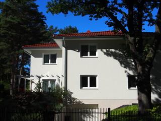 Mehrfamilienhaus am Stadtrand, Deutschland