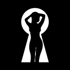 Силуэт красивой обнаженной девушки. Подсмотренный через замочную скважину. Черно-белая векторная иллюстрация.