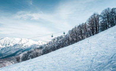 Fototapete - Winter landscape in mountains with cableway