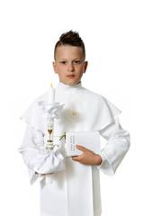 Obraz Młody chłopiec w stroju komunijnym na białym tle. - fototapety do salonu