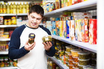 Man purchasing canned food