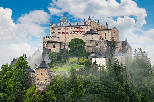 Burg Hohenwerfen im Nebel