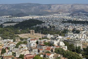 Stadtpanorama von Athen mit Blick auf das Olympieion (Zeustempel)