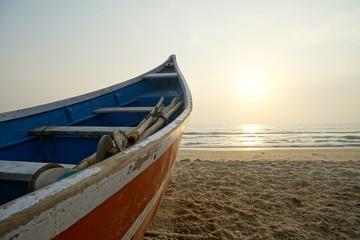Sonnenuntergang mit Fischerboot