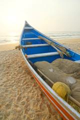 Fischerboot am Strand von Mangalore