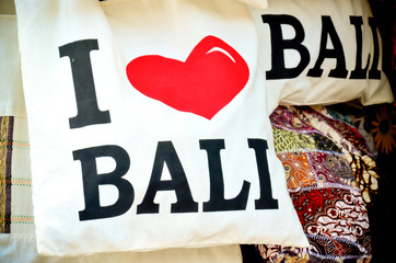 souvenir bag with the word say i love bali