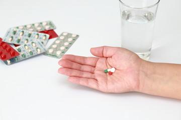 薬の服用 Taking medicine