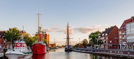 Emden am Delft  mit Abendstimmung