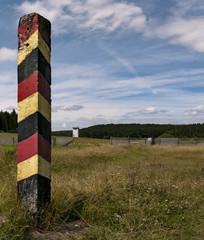 DDR Grenzpfahl und Wachtturm Grenzzaun