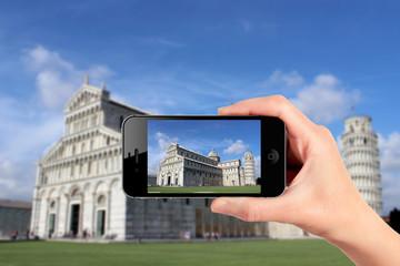 piazza dei miracoli vista dallo smartphone