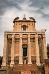Dans le Forum Romain le temple d'Antonin et Faustine