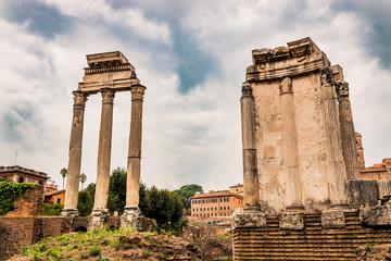Le temple des Dioscures et le temple de Vesta dans le Forum Romain