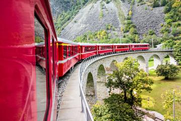 Kreisviadukt in Brusio, Rhätische Bahn, Graubünden, Schweiz