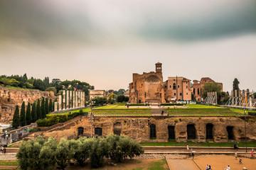 Le temple de Vénus et de Rome dans le forum Romain