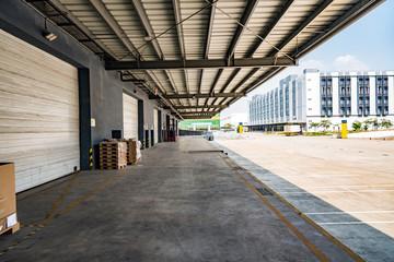 物流倉庫の搬入口