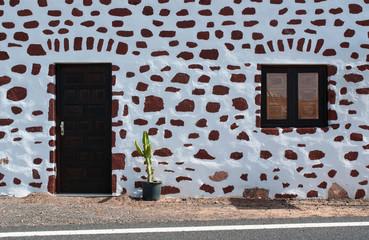 Cerca immagini pareti bianche for Ottenere una casa costruita