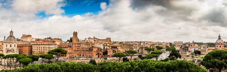 Panorama de la Rome Antique, les marchés de Trajan et le Forum Romain
