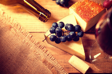 Cheese, grape and wine cork  Fototapete