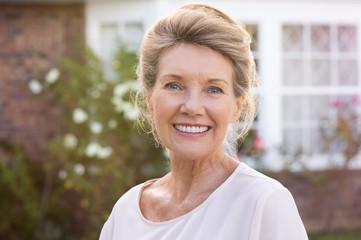 Smiling senior woman Fototapete