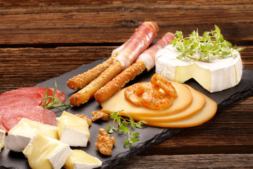 Appetizer set with cheese and shrimps