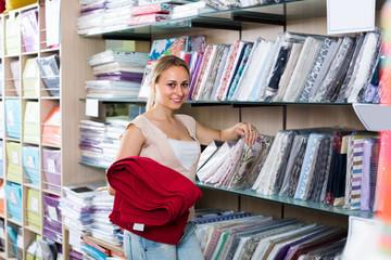 customer picking bedding set