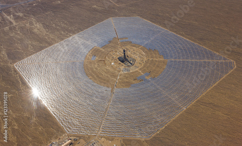 Quot Ivanpah Solar Panel Farm South Of Las Vegas Quot 스톡 사진 로열티프리
