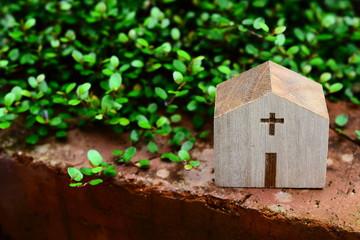 ミニチュア./木で出来た教会の模型です.