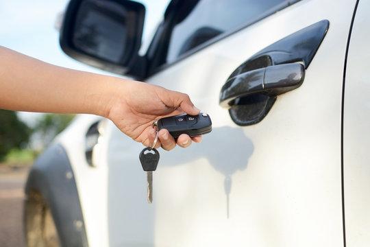 Women holding her car keys for cleaning.