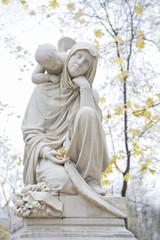 Ангел католический и женщина святая Дева Мария