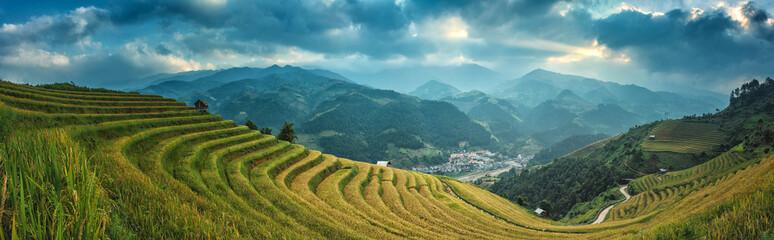 Autocollant pour porte Les champs de riz Rice fields on terraced of Mu Cang Chai, YenBai, Vietnam. Rice fields prepare the harvest at Northwest Vietnam.Vietnam landscapes