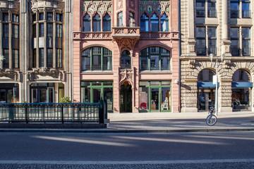 Berliner Fassade, Geschäfte in der Friedrichstrasse